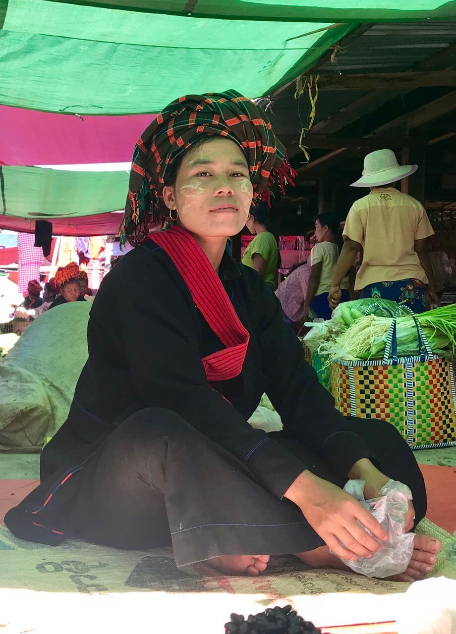 Targ warzywny na wodzie w Birmie