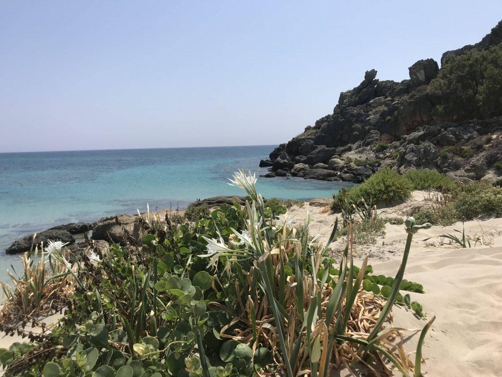 pusta plaża w Grecji